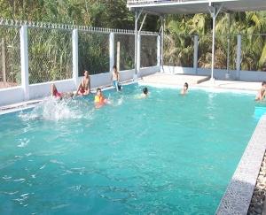 Mẫu Hồ Tập Bơi Và Trường Học JAP